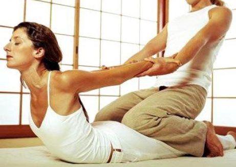 regalos de yoga navideños: masaje-thai