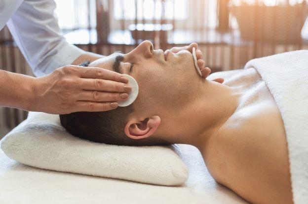 El Boticario en casa recomienda la limpieza facial antes de la hidratación de la piel.