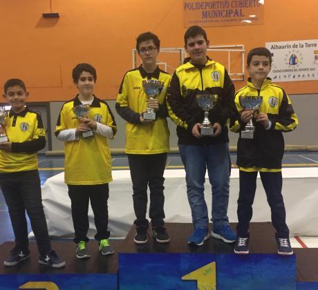 Jugadores del Club de ajedrez El Caballo en los campeonatos por edades provinciales