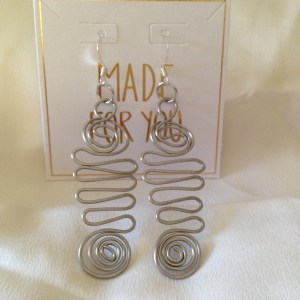 Wave pattern drop earrings