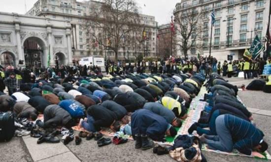 احوال المسلمين .. مسلمو بريطانيا يطالبون الحكومة بتخصيص تمويل لحماية المساجد