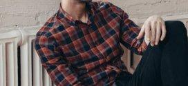 ديكور وأزياء .. تعرف على طرق تنسيق القمصان الشبابية بنقشة الكارو
