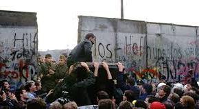 """الذكرى الـ30 لسقوط جدار برلين وميركل تركز على حماية """"القيم الأوروبية"""""""