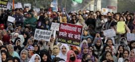احوال المسلمين .. مسلمات الهند المحتجات يوحدن المسلمين والهندوس والأقليات الدينية