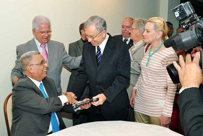 Elcio e o ex-governador José Ignácio, no lançamento de suas memórias