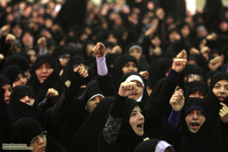 Periodista egipcia se quita el velo en directo ante un imán: «Lo uso por Dios, no por ti»