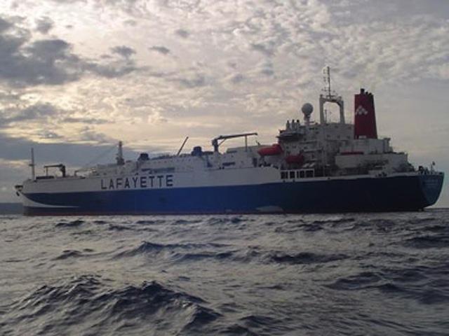 Prohiben actividad pesquera a buque factoría más grande del mundo