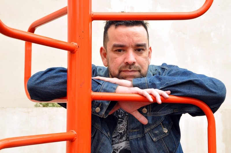 Leonardo Oyola, escritor argentino: «Hay que leer mucho más de lo que se escribe»