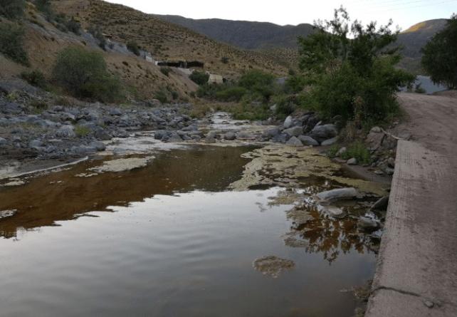 Comunidad de Illapel en alerta tras derrame de ácido sulfúrico en río de la ciudad