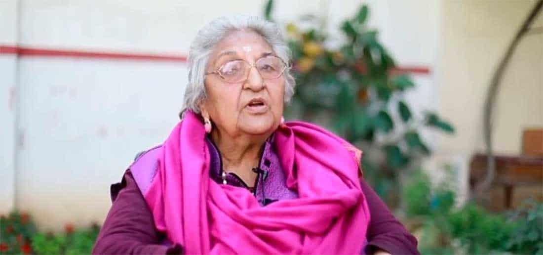 (Video) Cumplió su deseo: Muere en plena transmisión en vivo famosa académica de la India