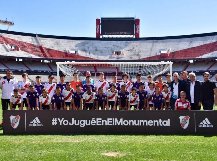 Niños de tailandia River Plate