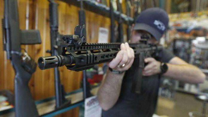 Senador de EE.UU obligará a los ciudadanos mayores de edad a estar armados