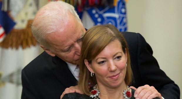 «Joe Biden me hizo sentir 'incómoda, asquerosa y confundida'»