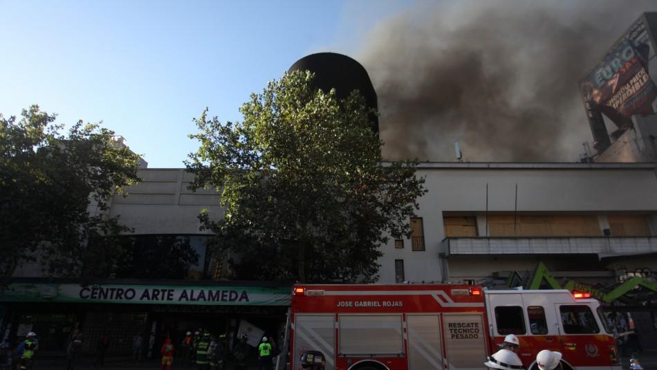 'Faltas a la verdad y al rigor periodístico': El Mercurio es acusado de manipular informe sobre quema de Centro Arte Alameda