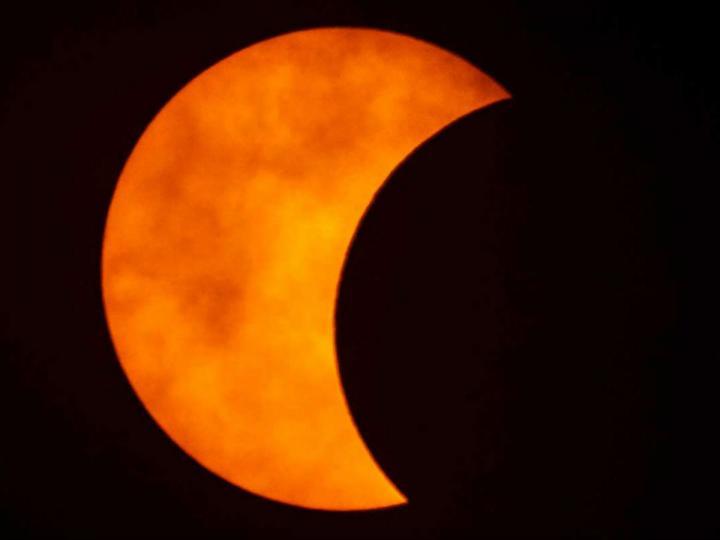 """(+Fotos) """"Anillo de fuego"""": Así se vio el eclipse solar que deslumbró a millones en el mundo"""