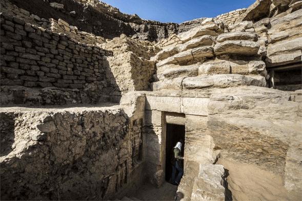 Deidad de la feminidad: Arqueólogos descubren estatua de antiguo sacerdote egipcio