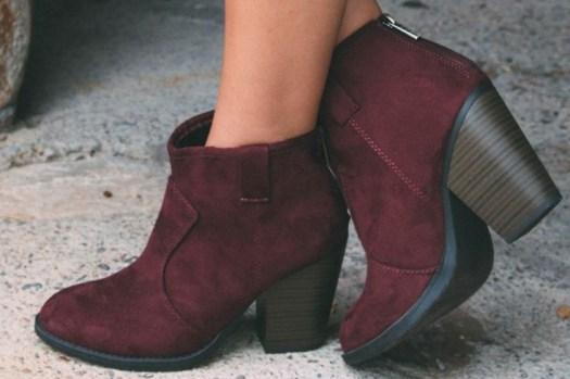 ad72bccc Es todo aquel tipo de calzado que lleva una correa a la altura del tobillo.  Puede tener el taco alto o bajo, puede ser cerrado o abierto, ...