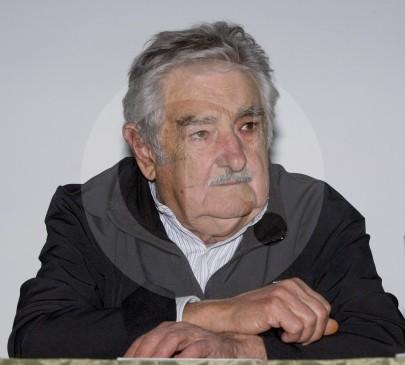 A pesar de su avanzada edad, Mujica lidia con la popularidad del personaje internacional en el que se convirtió, y continúa viajando por el mundo para apoyar eventos en defensa de la vida, la democracia y la paz, tal como el de Medellín del pasado 15 de septiembre. FOTOS jAIME pÉREZ