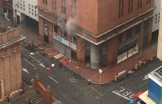 El lugar de la explosión está ubicado en el centro de la ciudad, donde funciona la unidad antiexplosivos de la Fiscalía, en Cali. FOTO COLPRENSA