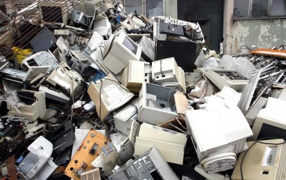 No solo computadores, baterías y celulares fuera de uso hacen parte de los objetos que se califican como residuos de aparatos eléctricos y electrónicos (Raee). FOTO sstock