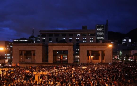 Con el Palacio de Justicia como telón de fondo, la capital del país condenó la violencia contra líderes.