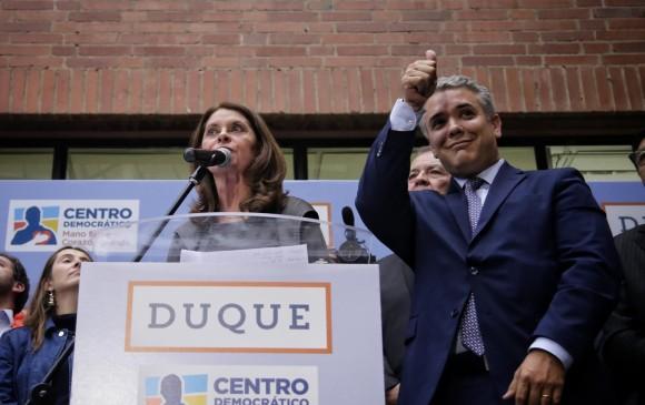Iván Duque inscribió su candidatura este jueves junto con su fórmula vicepresidencial, Marta Lucía Ramírez, en la Registraduría Nacional del Estado Civil en Bogotá. FOTO Colprensa