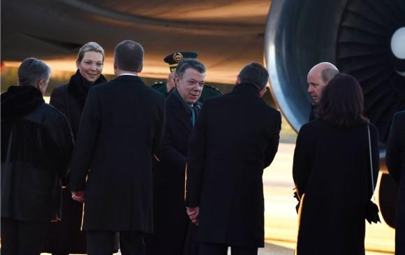Santos arribó a Oslo para recibir el Nobel en compañía de su esposa Maria Clemencia Rodríguez. FOTO CORTESÍA