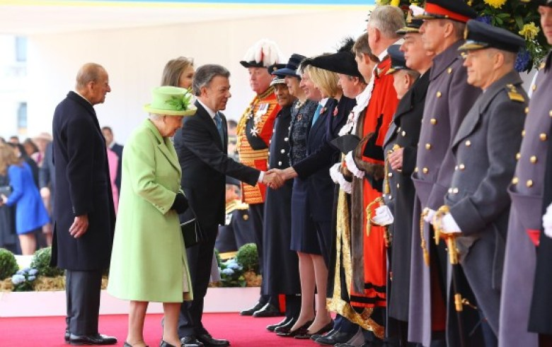 Santos y su esposa Maria Clemencia tendrán un almuerzo privado con la reina Isabel II. FOTO AFP