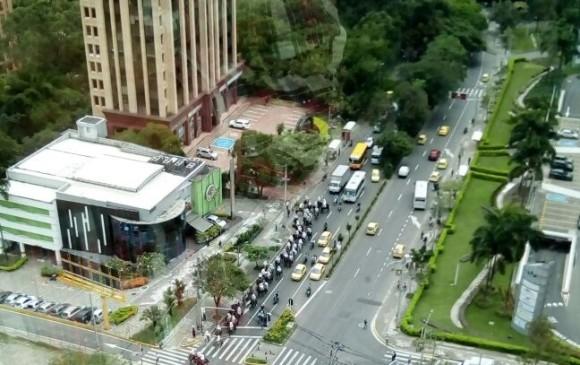 Cabalgata en la intersección avenida El Poblado con la loma de Los Parra. FOTO CORTESÍA GUARDIANES ANTIOQUIA