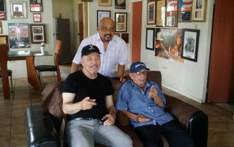 El cantante panameño Rubén Blades visitó al artista hace pocos días en su tierra natal. FOTO FACEBOOK RUBÉN BLADES