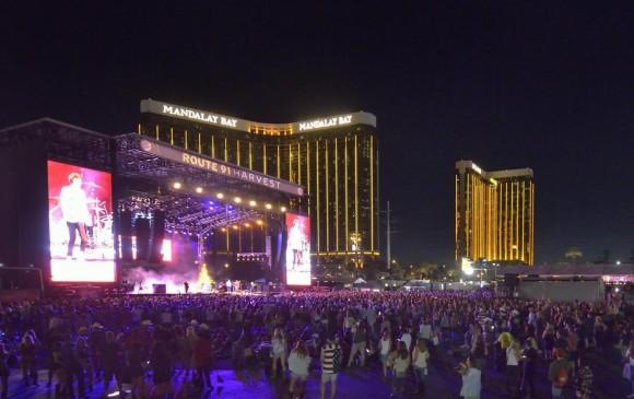 El concierto se realizaba al aire libre junto a lujosos hoteles. FOTO AFP
