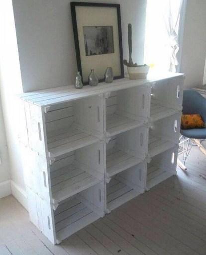 estanteria con cajas de madera