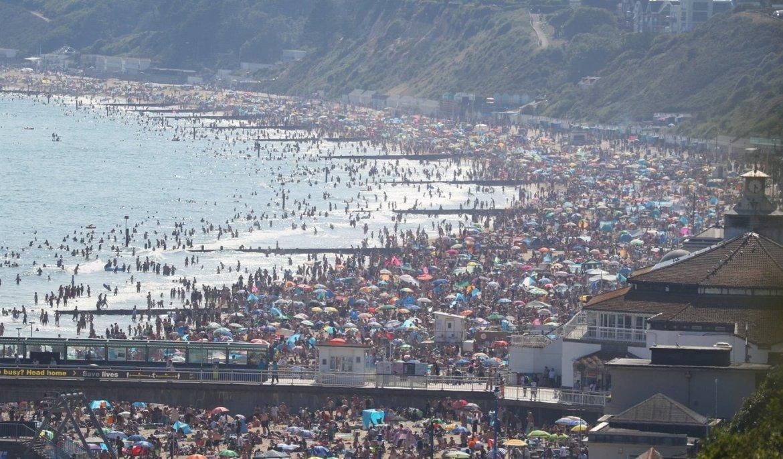 Estampida de británicos que huyen a las playas en el día más ...