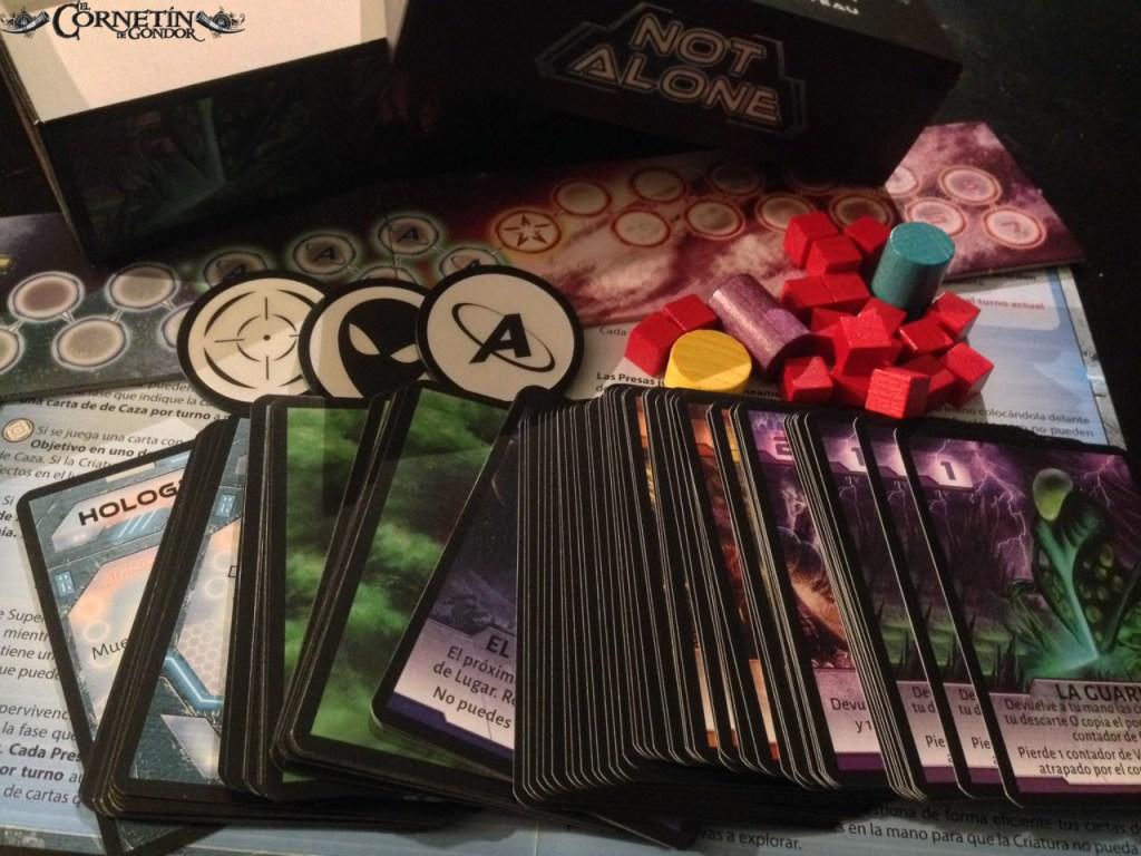 Los componentes del juego de mesa Not Alone