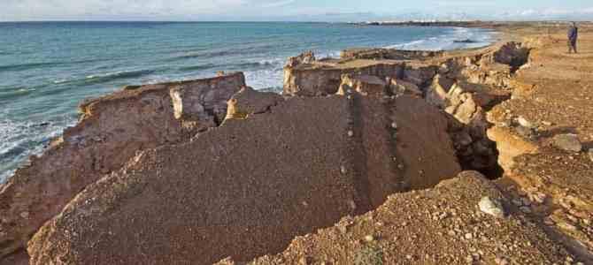 El Cotillo Piedra Playa Cliff Landslides Warning