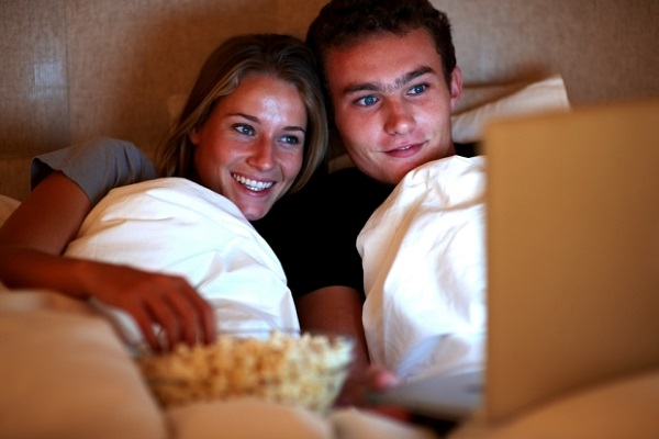 couple-watching-movie