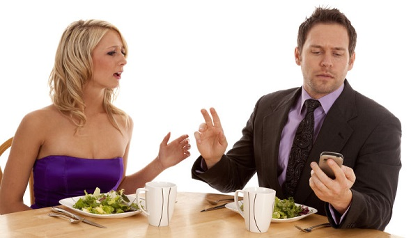 couple arguing on a date