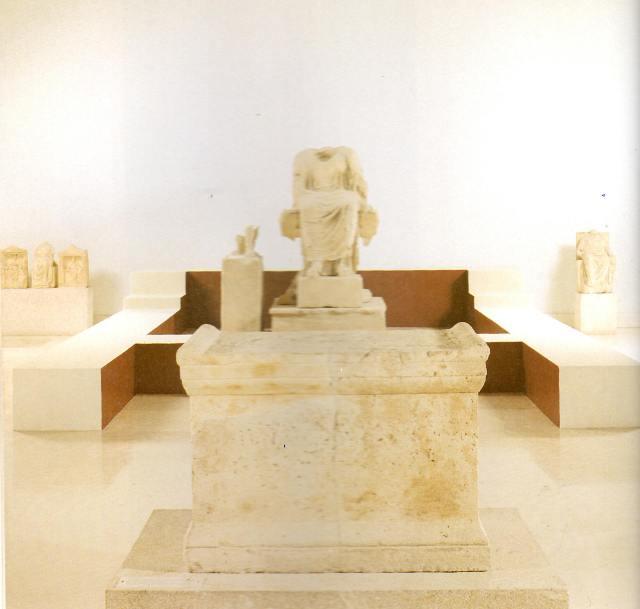 Ο ναός με το λατρευτικό άγαλμα της Μητέρας των Θεών, από το Μοσχάτο