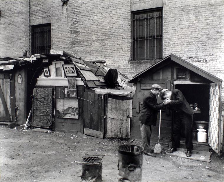 Μπερενίς Άμποτ, Καλύβες και άστεγοι, West Houston and Mercer Street, Manhattan, 1935, NYPL