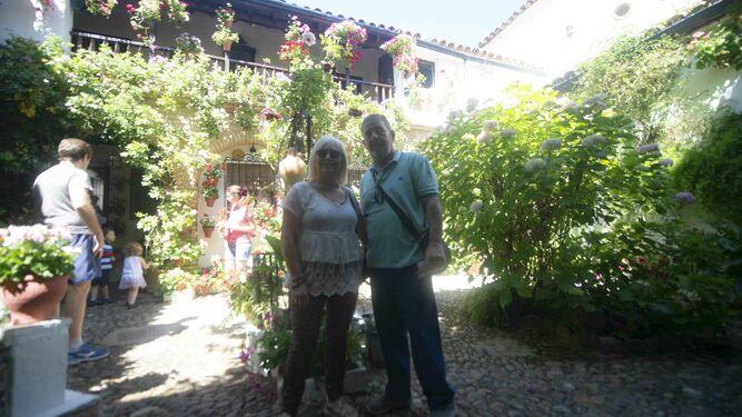 Aurora Izquierdo y José María Centelles, en Parras, 6