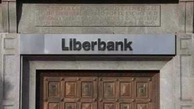 Moody's eleva la nota de Liberbank pero la mantiene dentro del bono basura