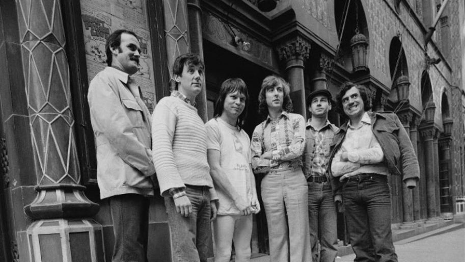 John Cleese, Michael Palin, Terry Gilliam, Eric Idle, Graham, Chapman, Terry Jones. Los Monyy Python al completo en 1976.