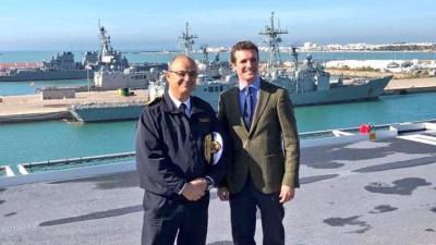 Pablo Casado, junto al almirante Garat de la Marina de los EEUU en Rota