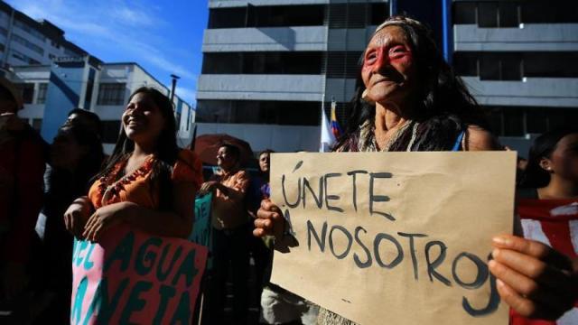 Indígenas marchan en Quito y piden que la justicia ratifique un fallo a su favor
