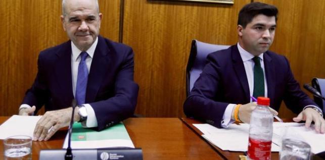 """El presidente de la comisión de la Faffe acusa a Chaves de """"faltar al respeto"""" al Parlamento"""