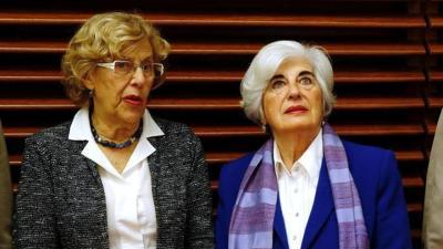 Manuela Carmena y Paca Sauquillo, en la presentación de los integrantes del Comisionado de Memoria Histórica de Madrid. / EFE