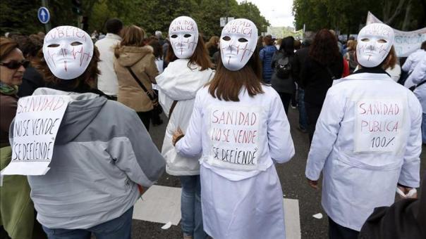 """La """"marea blanca"""" inicia en Sol una marcha en defensa de la sanidad pública"""