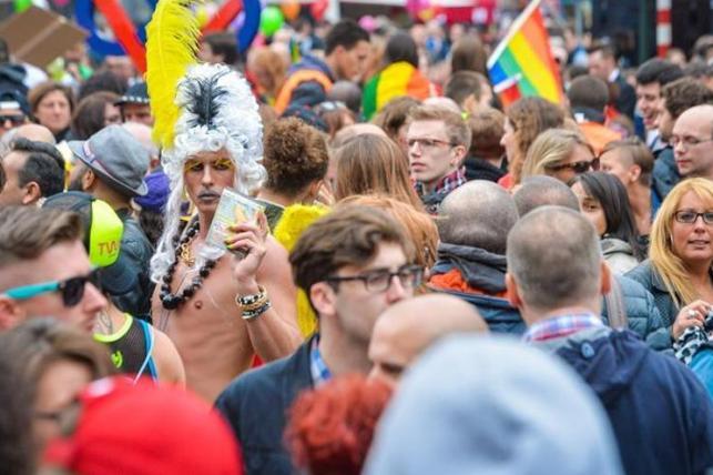 Unas 80.000 personas participan en las festividades del Orgullo Gay en Bruselas