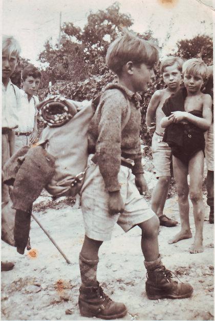 Pedro Morán (con mochila) a finales de los años treinta en Vence, junto a varios compañeros de la Escuela Freinet | MCEP