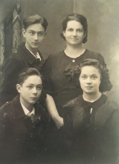 Eloína con sus tres hij@s menores Fidel, Claudio y Mercedes | Gentileza de Eva Díez